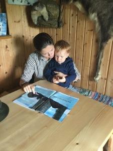Jagdschutzorgan Daniela Jansch mit Tochter