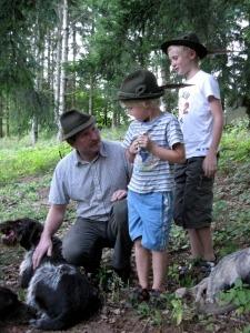 Schule und Jagd_Kinder mit Jäger